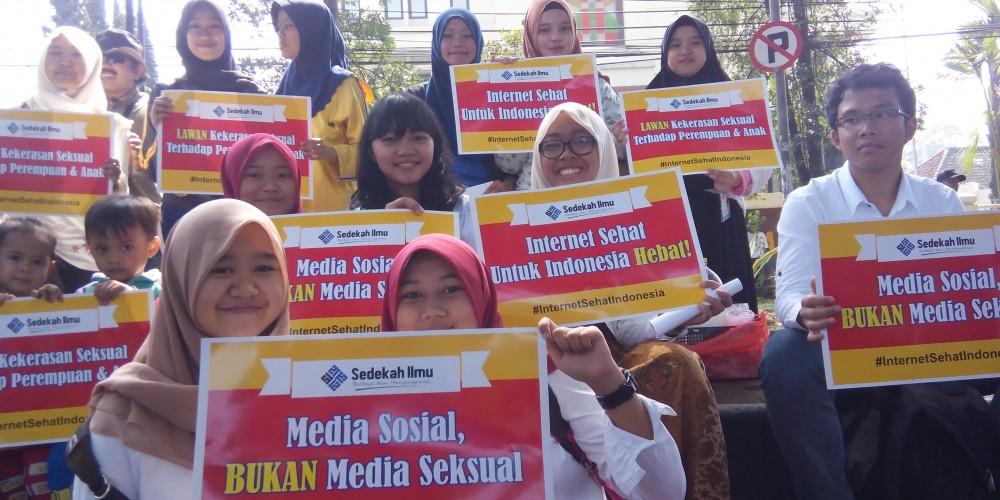 Kegiatan kampanye Internet Sehat di Bandung