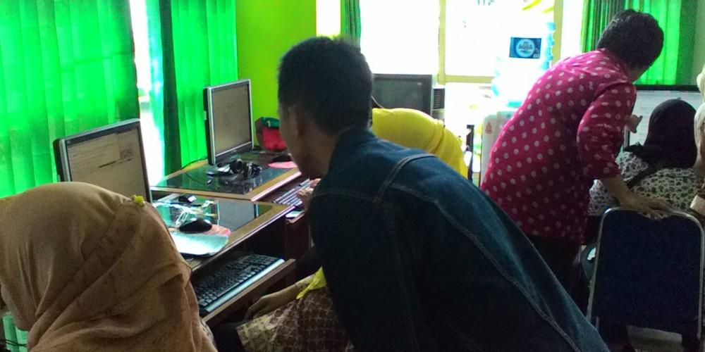 Mengajar Ibu pengrajin Batik Cangkring di Wonosari, 14 feb 2015