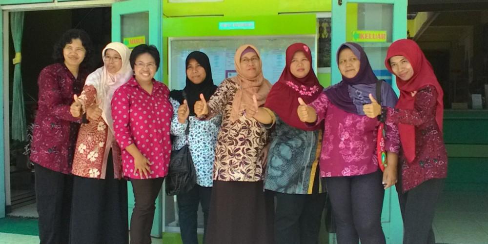 kelas facebook marketing untuk ibu pengrajin batik cangkring di Wonosari, 14 feb 2015, tempat di kantor Perputakaan KPAD Wonosari,Gunung Kidul Jogja