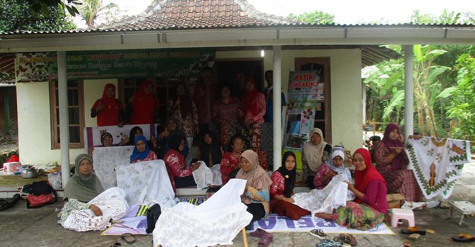 kelompok ibu-ibu pengrajin batik cangkring gunung kidul